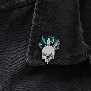 Accessories - 👑💀 Glittery Crystal Crown Skull Pin